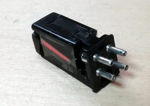 Phono cartridge without shield