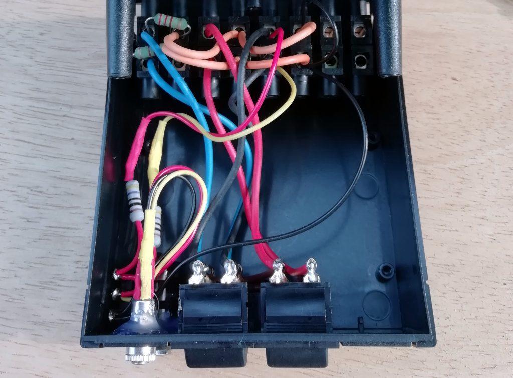 Headphone and Speaker splitter inside