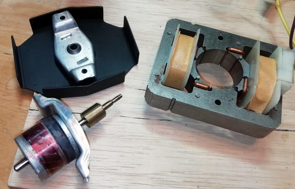 Synchro-lab motor apart